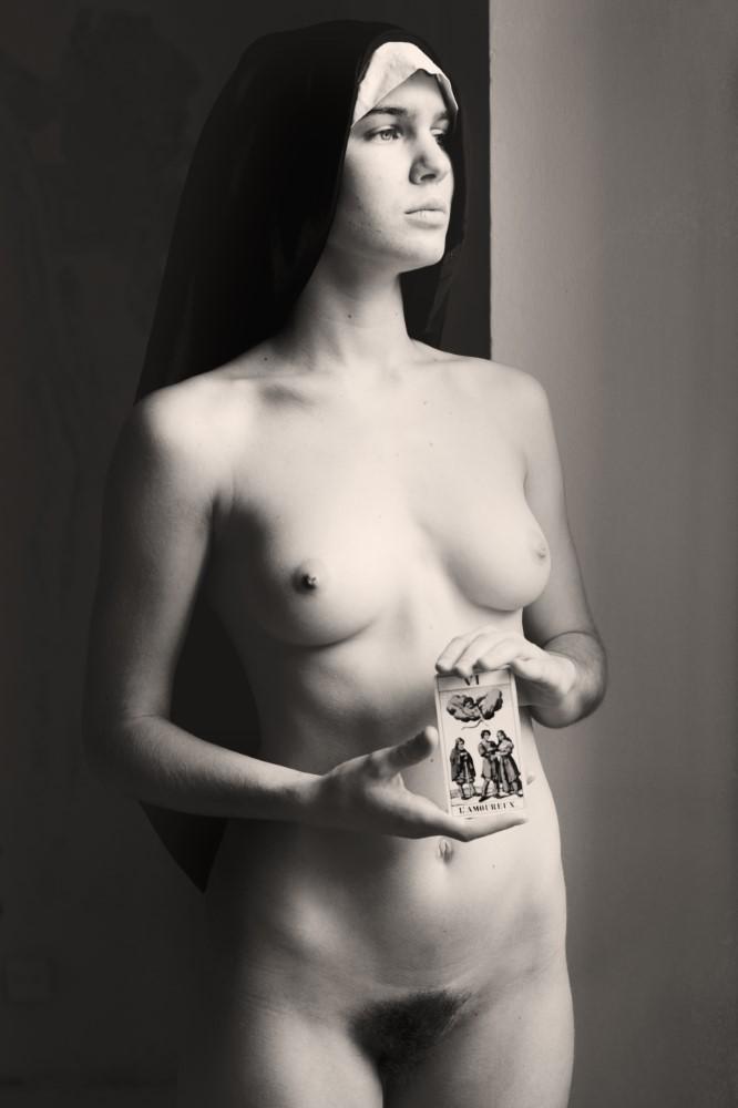 """Veiled"" di Glorija Lizde"
