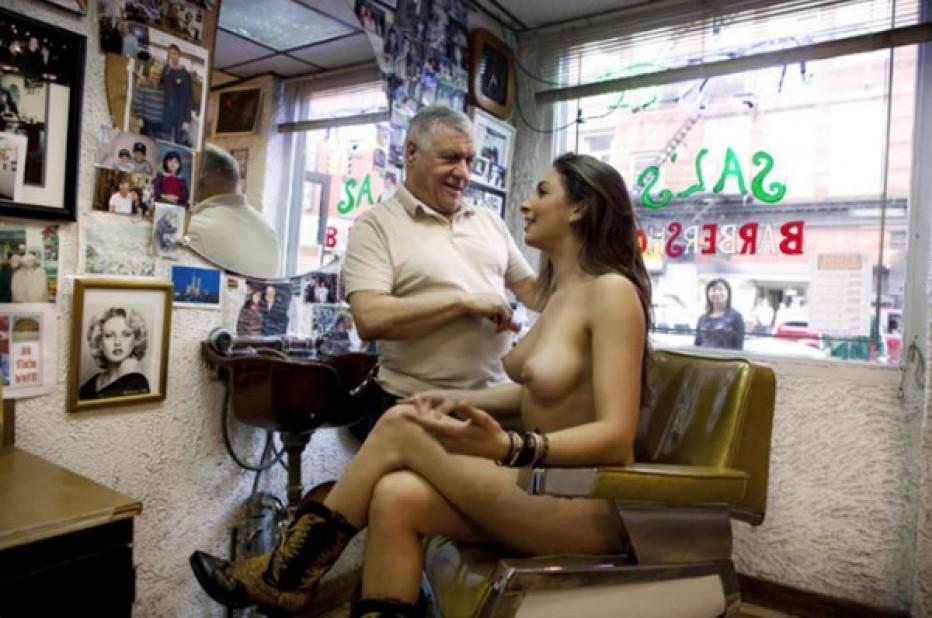 Erica, la fotografa che gira nuda per New York: ora fa una mostra