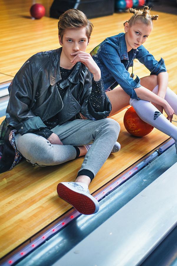 © Sabina Dziadosz - Karolina: Jacket: Hellenium; knee: Adidas - Janek: Coat: Hellenium; jumper: H&M; trousers: New Yorker; shoes: NewYorker