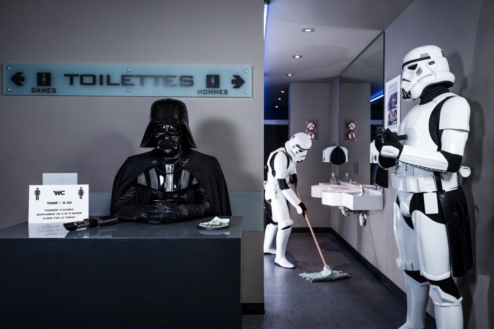 L'Empire contre la Crise 5 - Toilettes publiques