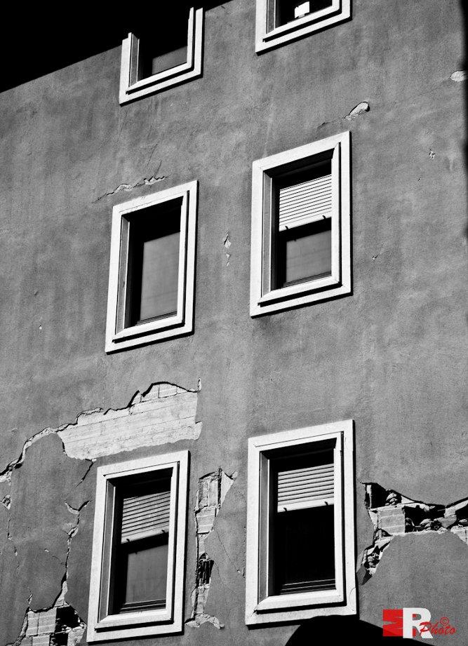 """""""L'Aquila. Broken pieces"""" di Michele Rallo"""
